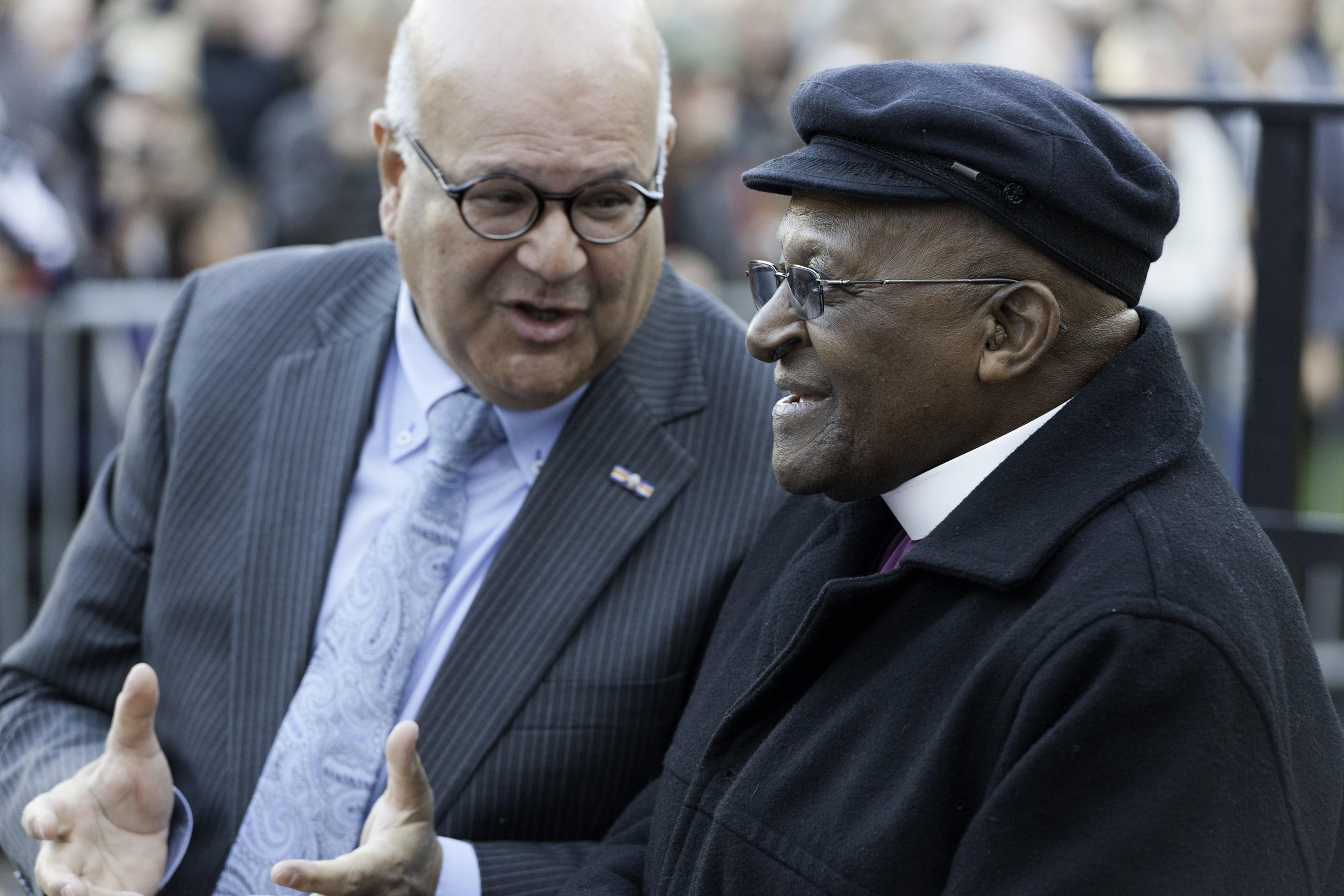 Harold Robles met Desmond Tutu