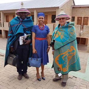 Harold Robles met George en de Queen of Lesotho